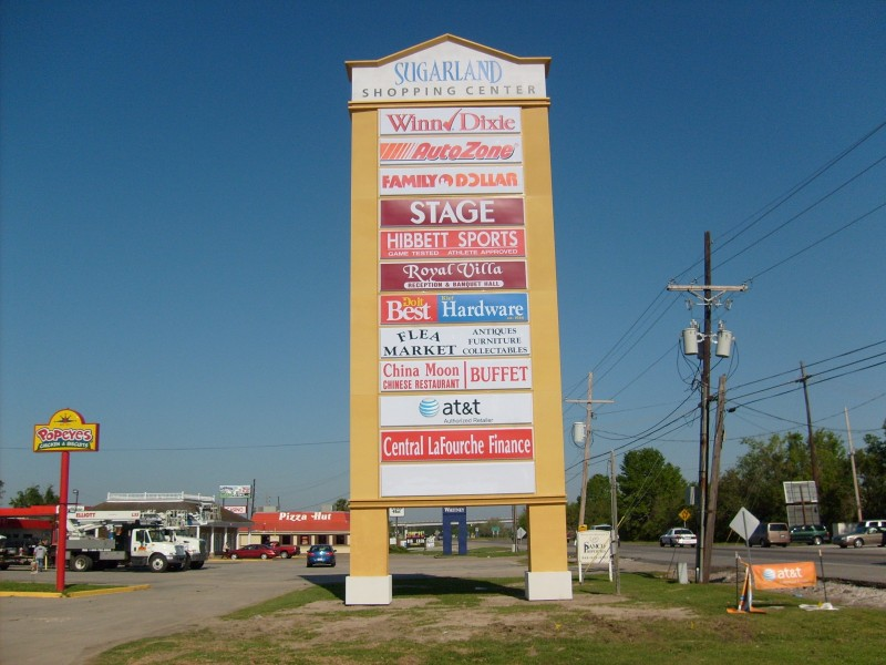 Highrise shopping center sign